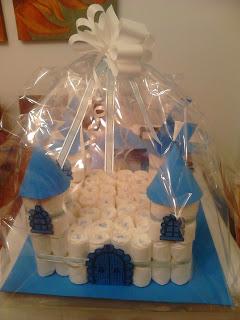 manualidades caseras faciles Castillo de pañales para regalos de bebe