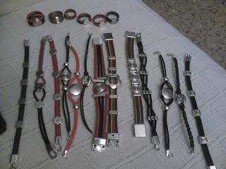 Manualidades caseras faciles pulseras anilos de zamak y cuero de colores