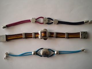 Manualidades caseras faciles pulseras cuero de colores azul marron violeta