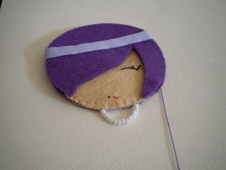 Manualidades caseras Inma como coser el borde para el broche muñeca