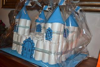 manualidades caseras faciles Castillo de pañales y goma eva para regalar a bebes