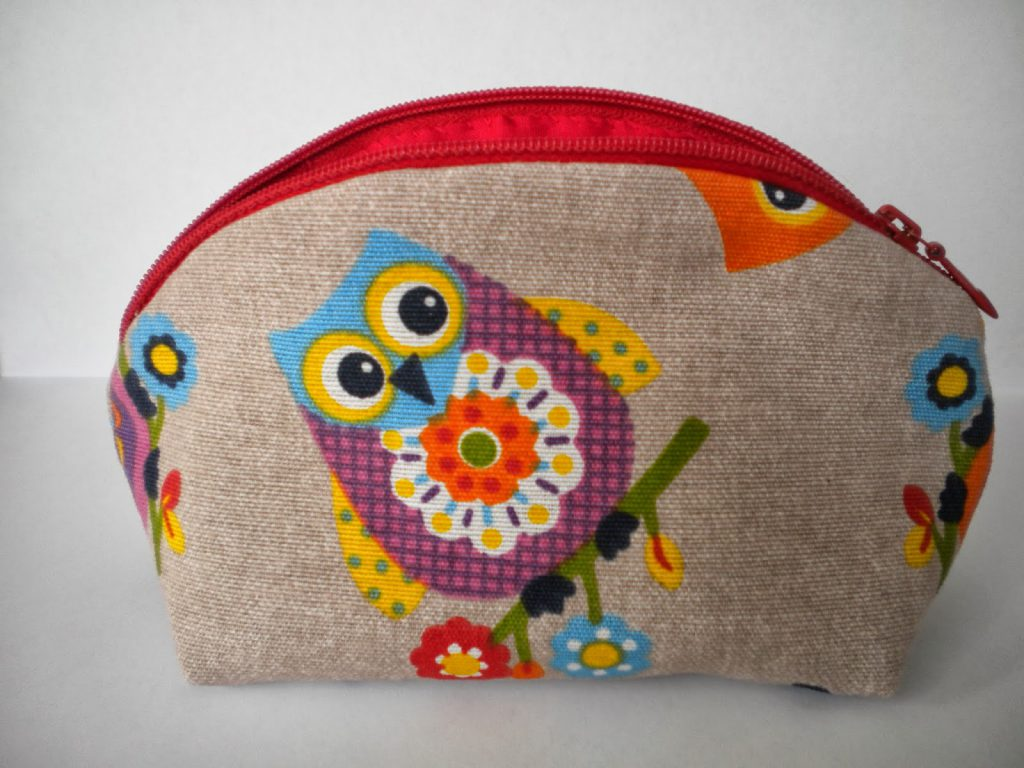 manualidades caseras faciles neceser con tela de buhos de colores para pinturas
