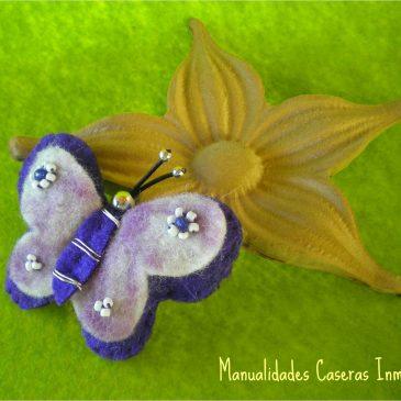 Mariposas y flores en primavera