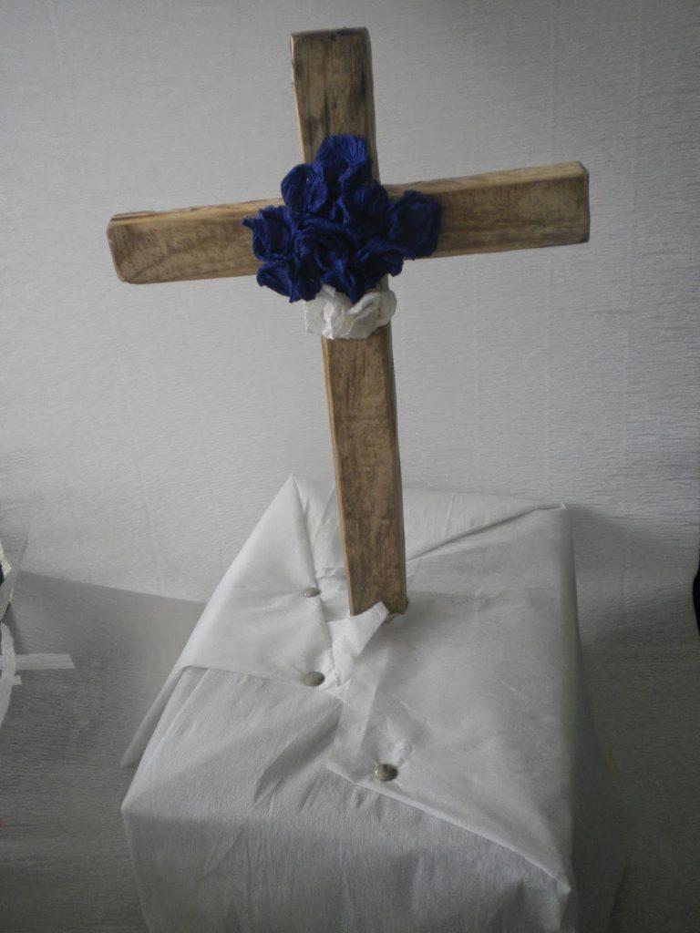 Manualidades Caseras Inma cruz de mayo con flores de papel
