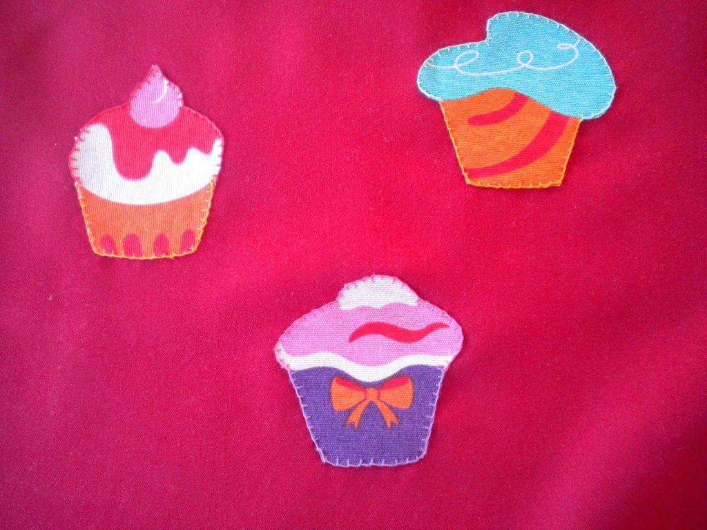 Manualidades Caseras Faciles Delantar de Cup Cake cosidos con punto Festón con hilos de colores