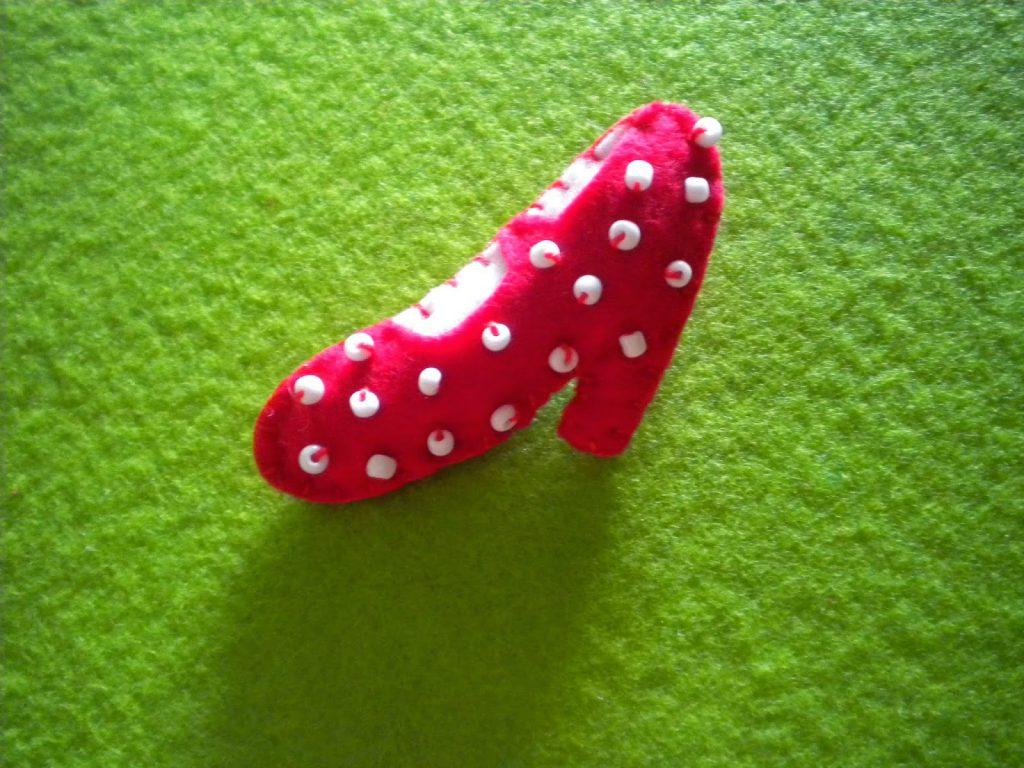 Manualidades Caseras Inma_ Broche zapato flamenca de lunares