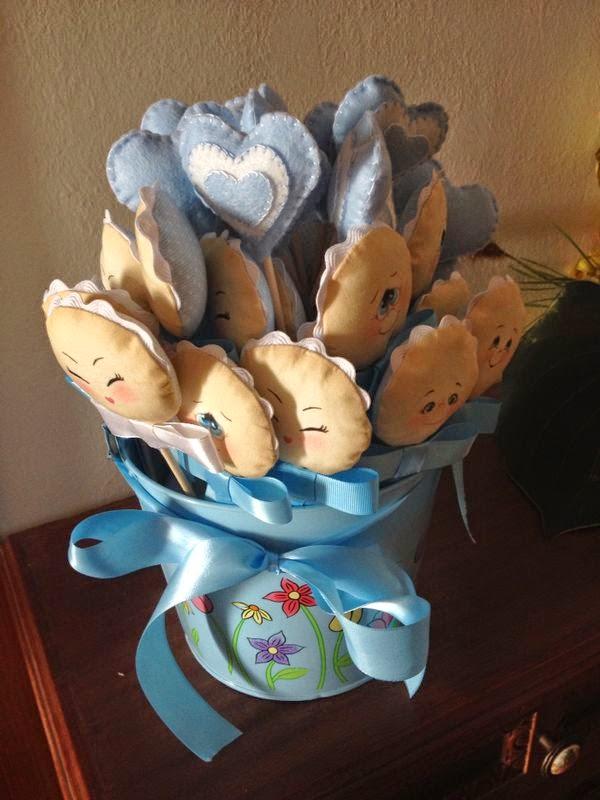 Manualidades Caseras Inma_ Recuerdos bautizo caras y corazones en cubo decorado