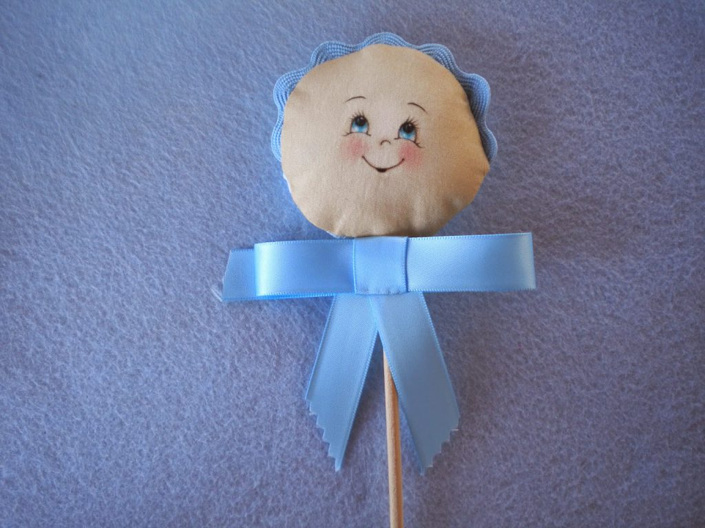 manualidades Caseras Inma _Recuerdos bautizo caras bebes azules con lazo