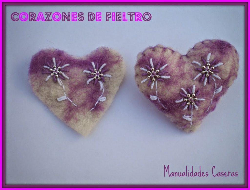 Manualidades Caseras fáciles Corazón de fieltro de color violeta con flores blancas
