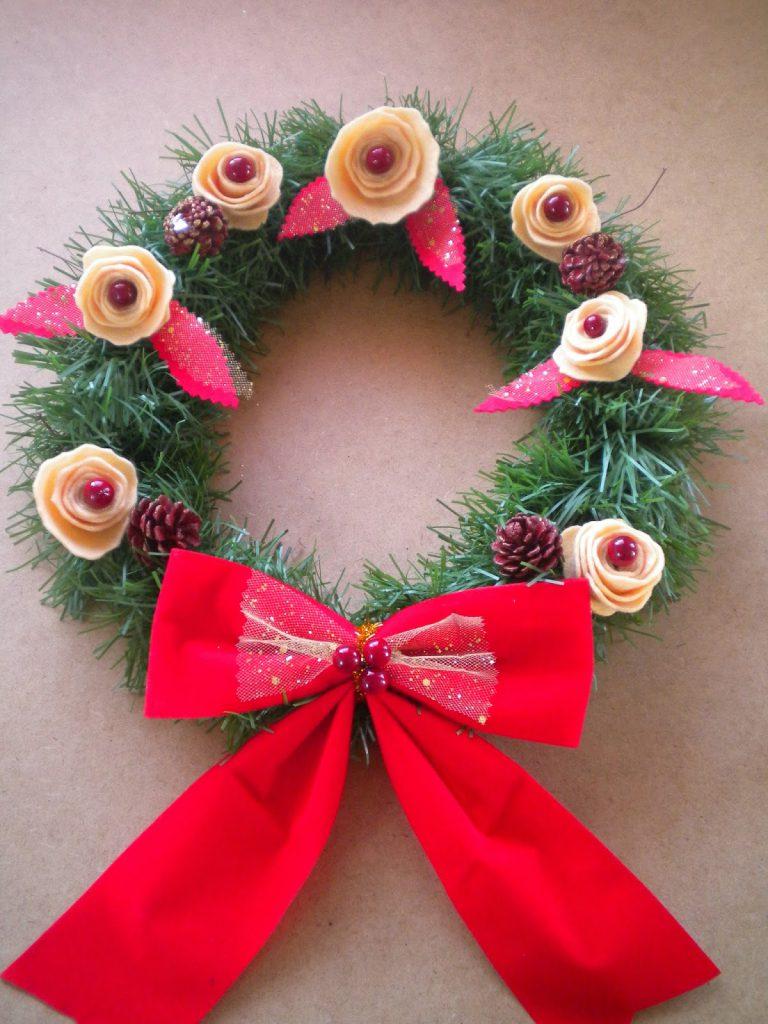 Manualidades Caseras Inma_Corona Navidad Low Cost flores de fieltro