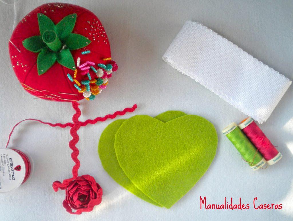 Manualidades Caseras Faciles cosas que necesitamos para hacer corazones de navidad de fieltro y punto de cruz