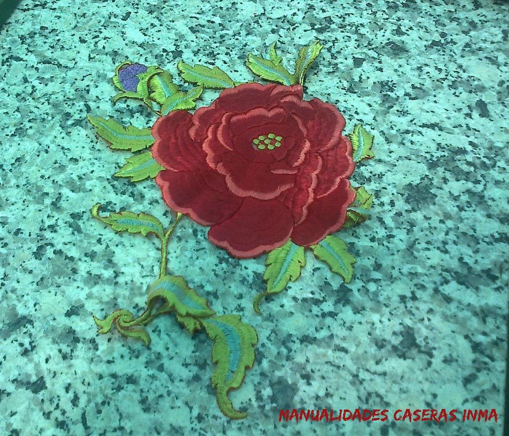 Manualidades Caseras Inma_ Cuadro rosas recicladas de un manton de manila _ rosa recortada