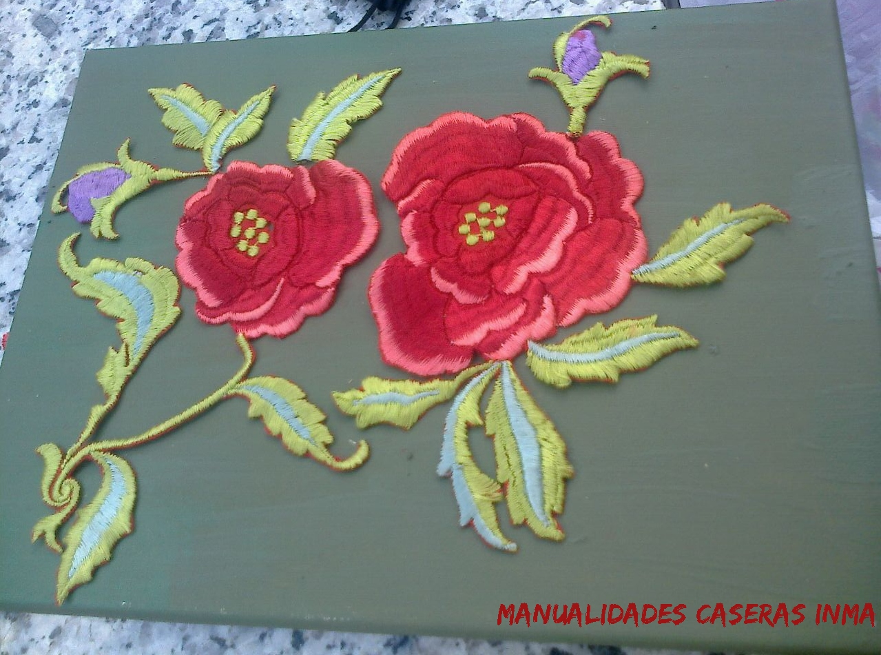 Manualidades Caseras Inma_ Cuadro rosas recicladas de un manton de manila detalle de las rosas