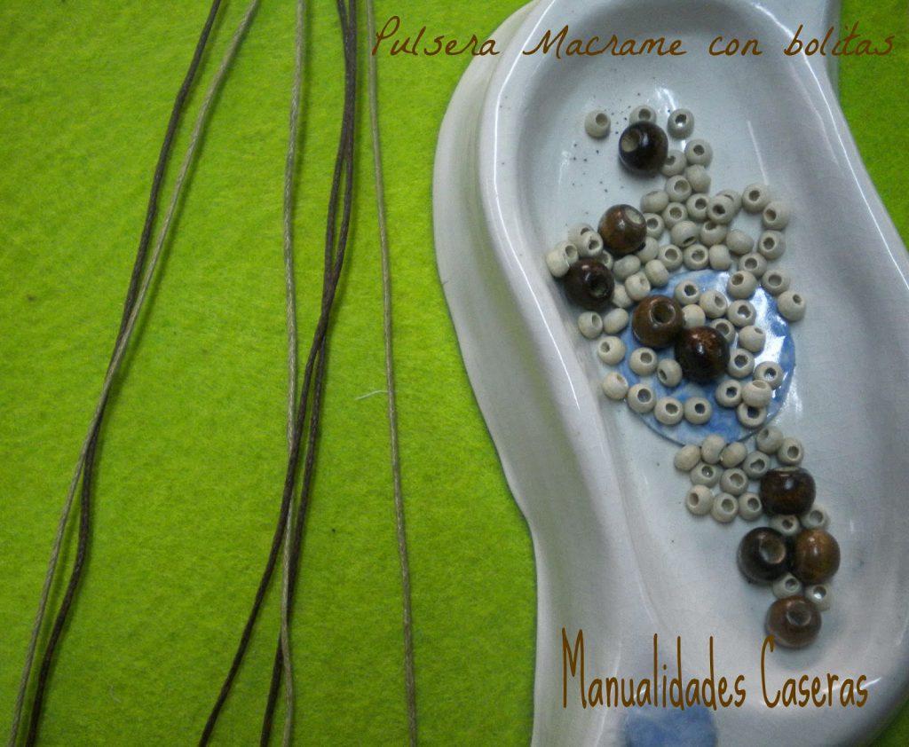 Manualidades Caseras faciles que se necesita para hacer una pulsera de macrame con bolitas blancas y marrones