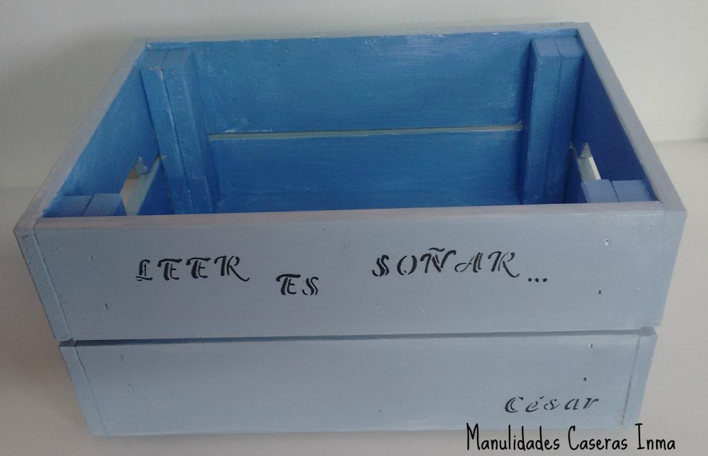 Manualidades Caseras Inma _Caja de madera para cuentos decorada con stencil de letras