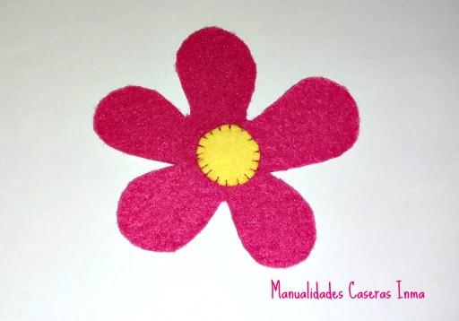 Manualidades Caseras Inma_Cesta de palma decorado con flores_ Flores fieltro