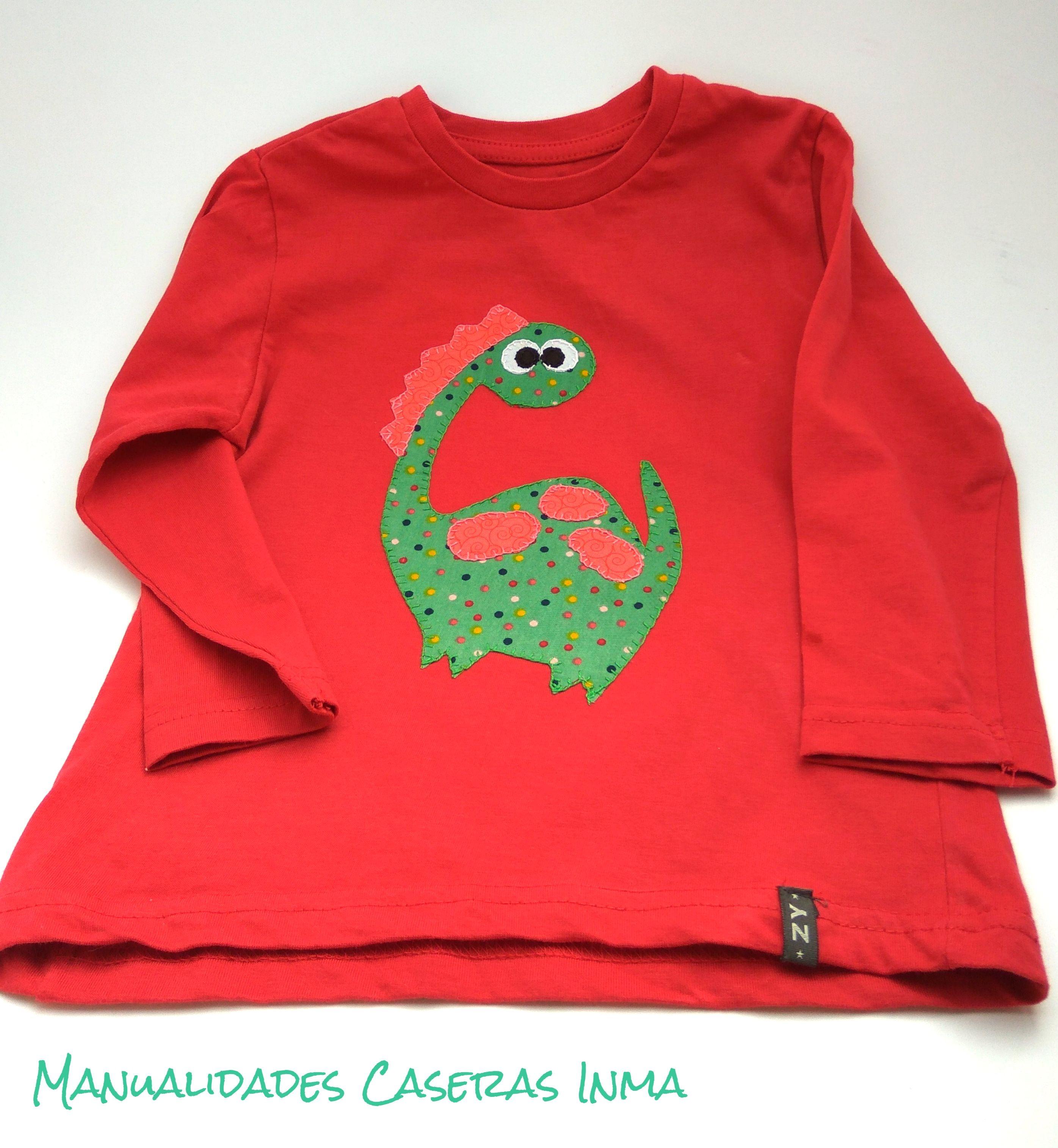 Manualidades Caseras Inma_ Camiseta dinosaurios roja
