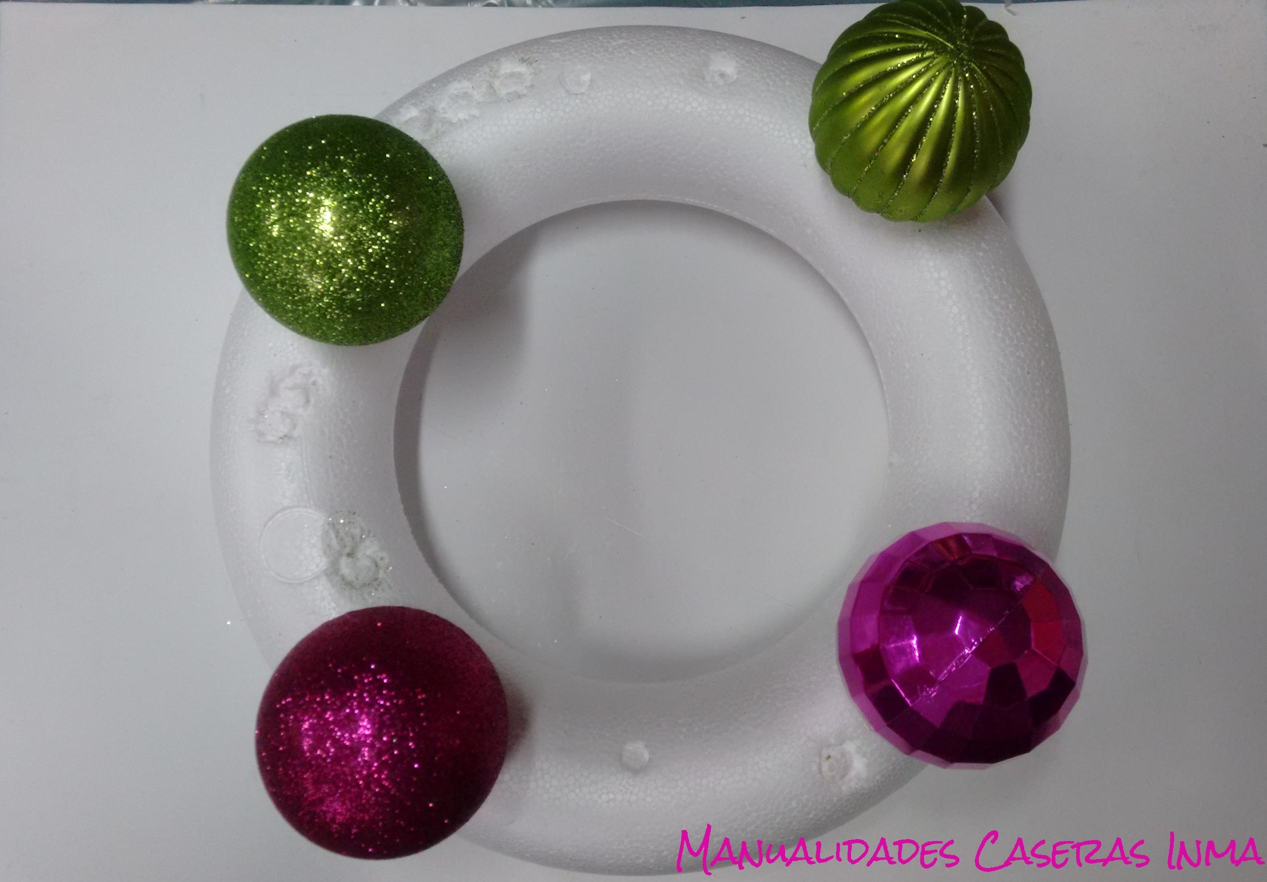 Manualidades Caseras Inma_Pasos a seguir para hacer una corona de bolas de navidad