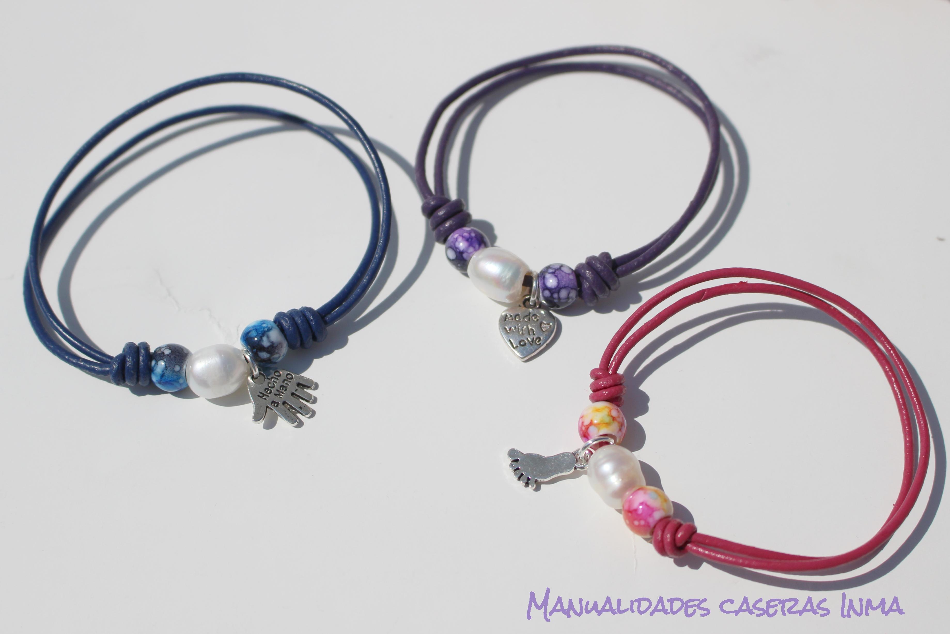 Manualidades Caseras Inma_Recuerdo de comunión _Pulseras cuero de colores con perlas de río