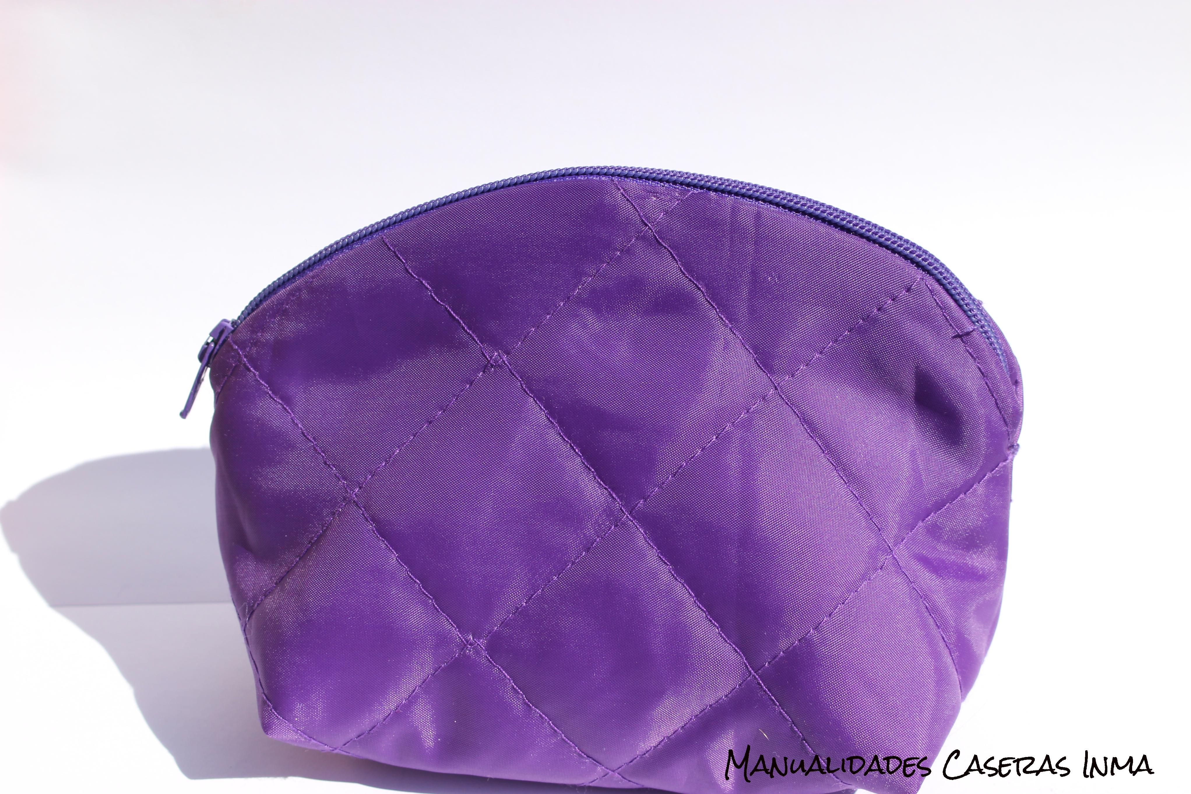 Manualidades Caseras Inma_ Neceser Violeta con tela acolchada