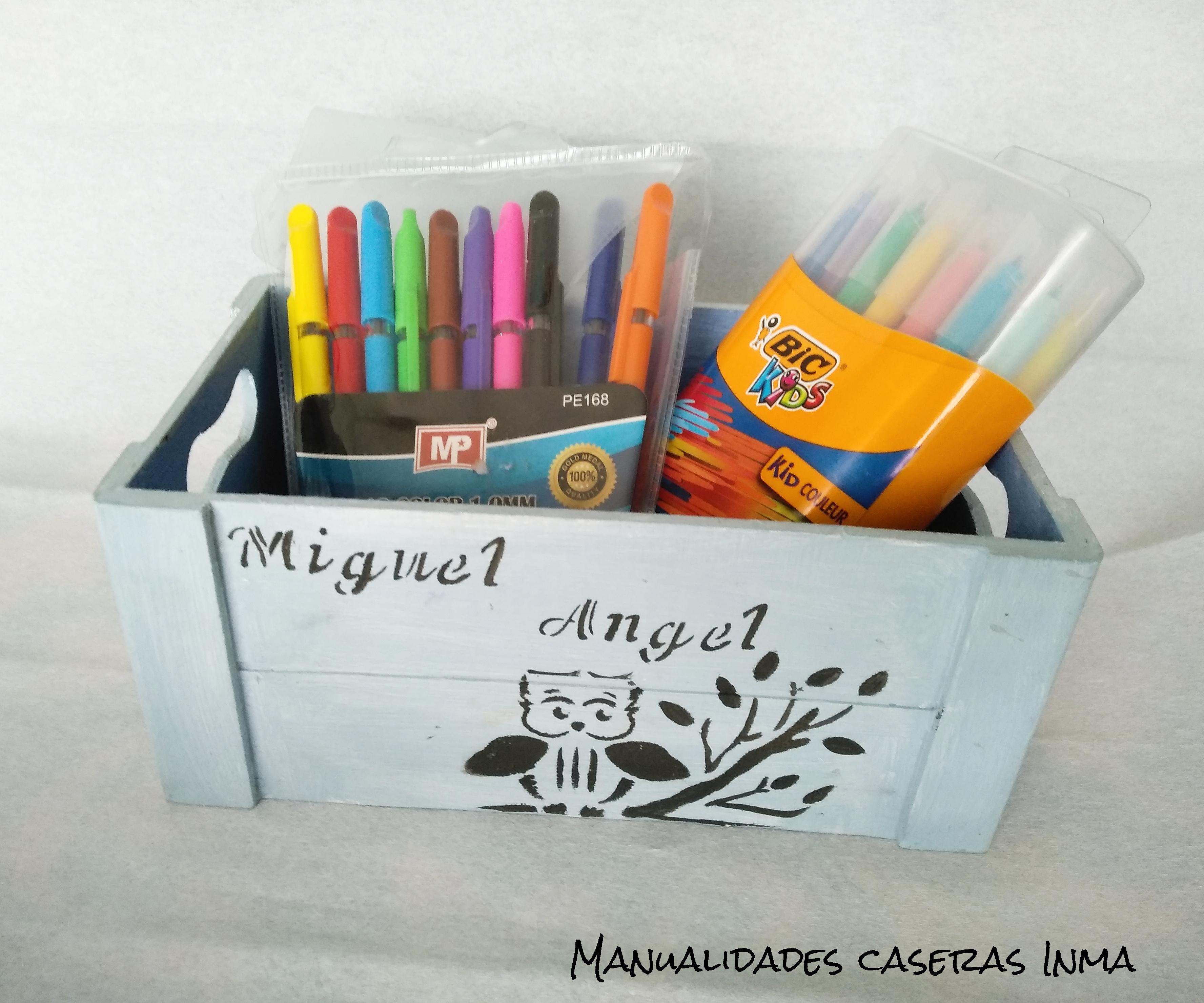 Manualidades Caseras Inma_ cajas para chuches pintadas en dos tonos de azules personalizadas