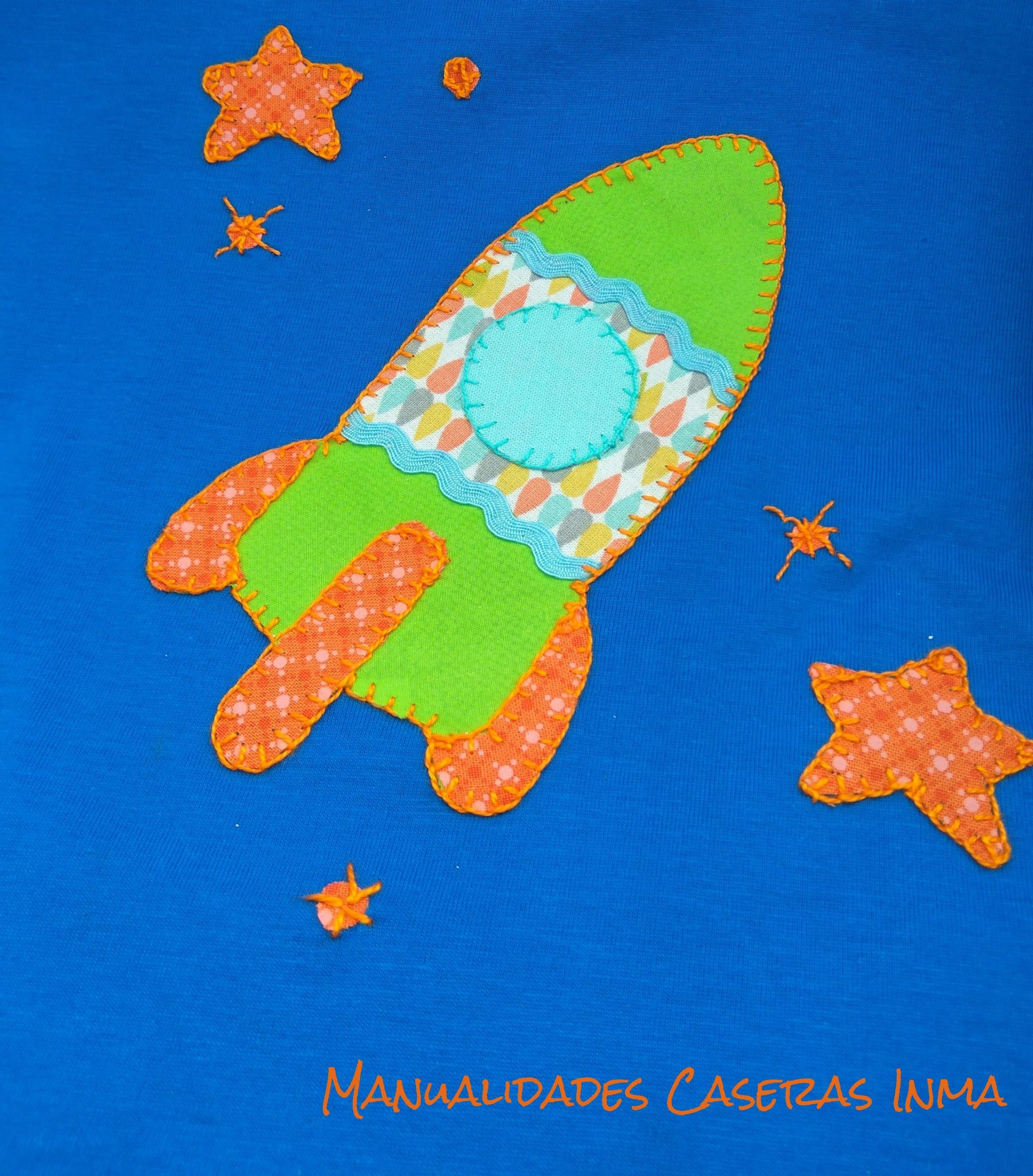 Manualidades Caseras Inma_ Detalle de camiseta cohete de colores